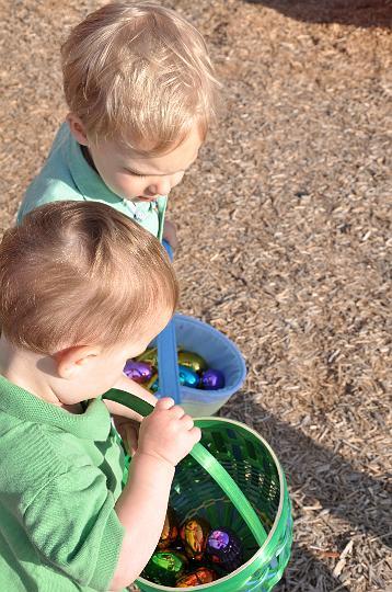 Jackson & Carter hunting eggs