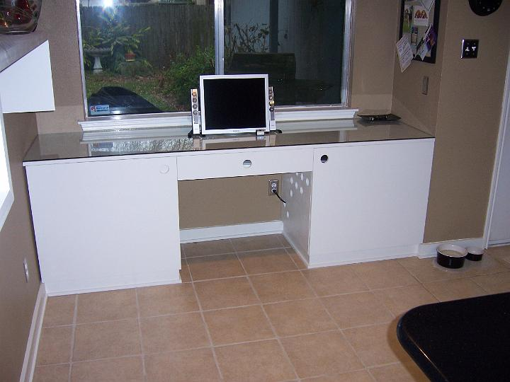 desk w/doors closed